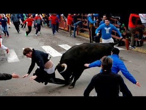 SHOCKING BULL FIGHTING ACCIDENTS