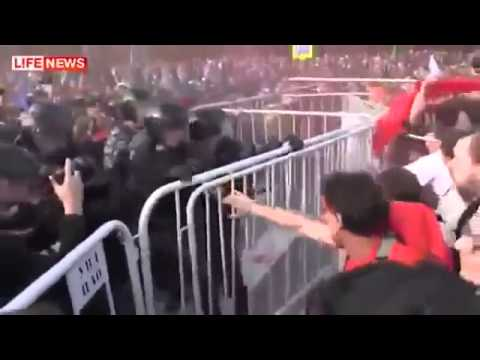 OMON rozbija demonstracje.