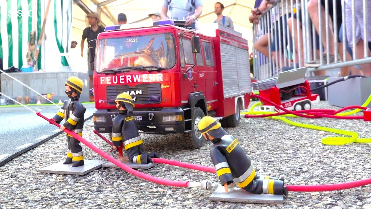 RC FIRE FIGHTERS IN ACTION // HORRIBLE FIRE BY TRAFFIC ACCIDENT // SWISS RC FIRE FIGHTERS CHOMMLE