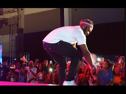 Slimcase Shows Off His New Shaku Shaku Dance Step At Niniola Concert 2018