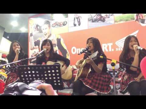 JKT48 Akustik - Jejak Awan Pesawat at @welovehonda PRJ Booth 17062017