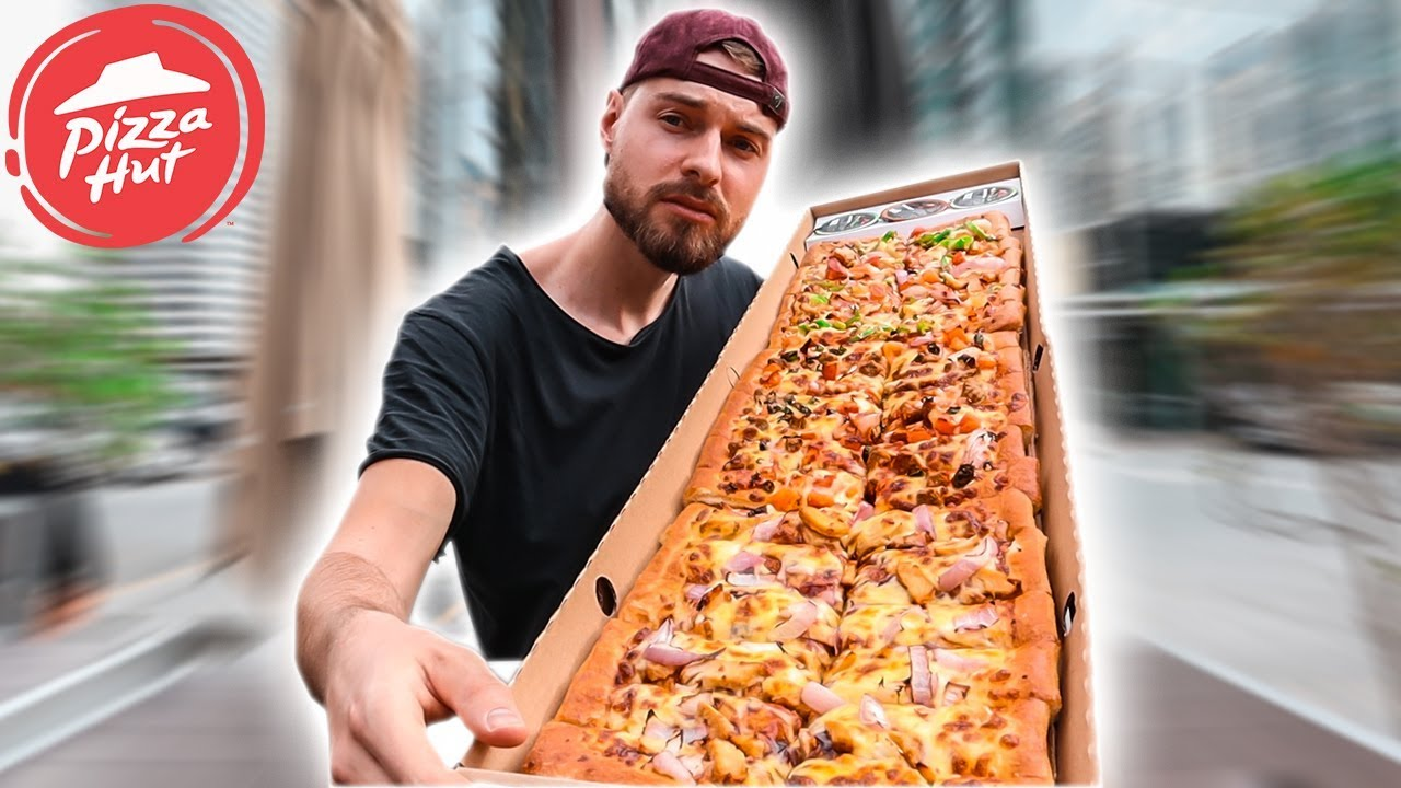 Pizza Hut 1 METER PIZZA CHALLENGE | Dubai - YouTube
