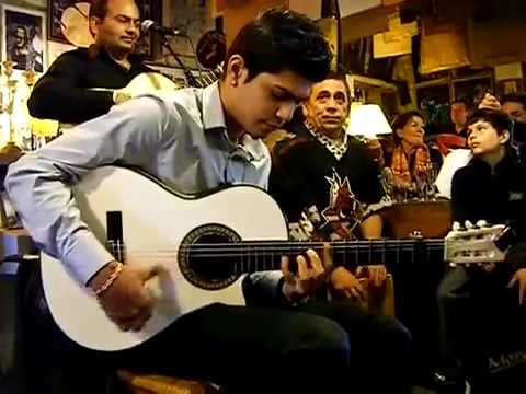 Impresionante guitarrista en un Bar MUSIC made in SPAIN motormancha.com