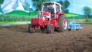 RC TRACTOR FARM - International Harvester at field work