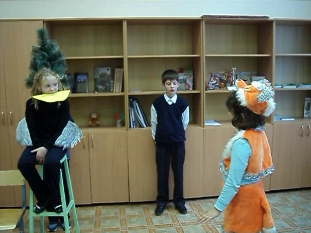 """Изображение предпросмотра прочтения – «МКОУ """"Днепровская СШ""""» читает произведение «Ворона и Лисица» И.А.Крылова"""