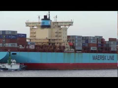 Full container ship that enters Nagoya port ( SVEND MAERSK):P=知多堤