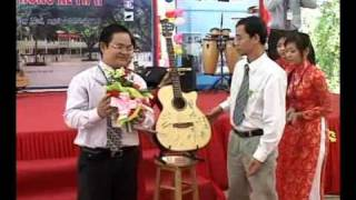 [qcvn.vn] - [Thong ke 2010] Đấu giá đàn Ghita gây quỹ hỗ trợ học sinh nghèo