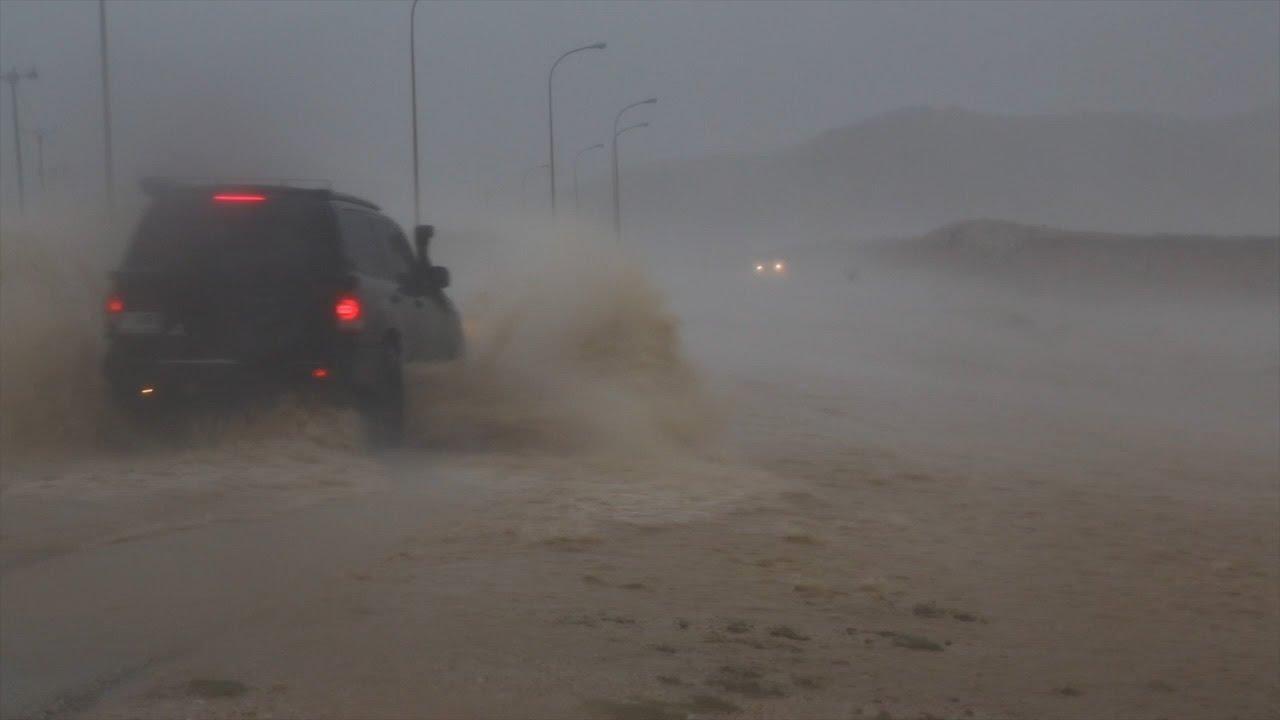 إعصار عمان موكونو  Mekunu لحظات مرعبه مع وصول جدار الإعصار غرب صلاله 26 مايو 2018