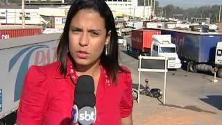 Caminhoneiros fecham a BR 262 em protesto