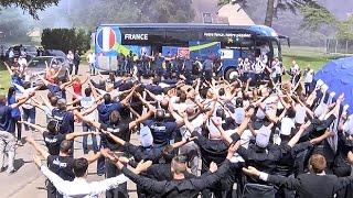 L'Equipe de France de retour à Clairefontaine après France - Allemagne thumbnail