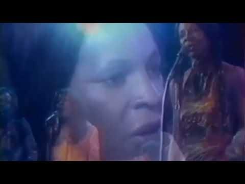 Martha Reeves - Love Makes Me Do Foolish Things