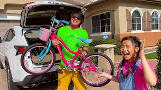 Jannie and Emma Learn How to Ride a Bike For a Race