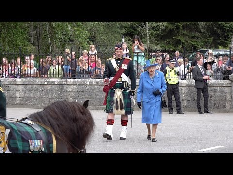 The Queen inspects the guard of honour at the gates of Balmo
