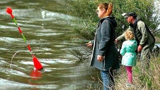 ВОДА ИДЕТ ВОБЛА КЛЮЁТ Поклёвки крупным планом Рыбалка в Астрахани 2021