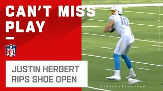 Justin Herbert Rips Open Shoe While Throwing Pass