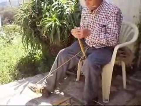 Elaboracion escoba artesanal de palma gauc n wmv youtube - Escobas de palma ...