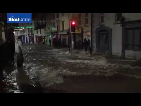 Heavy wind, lightning and rain as summer storm hits Sydney