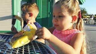 Vlog Lakes Park Family fun We ride a huge bicycle and a locomotive
