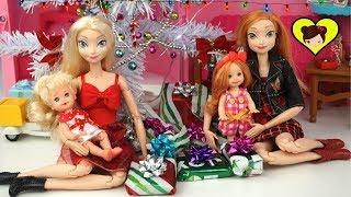 Dia de Navidad con Bebes de Elsa y Ana Abriendo sus Regalos y Juguetes - Cuentos Navideños