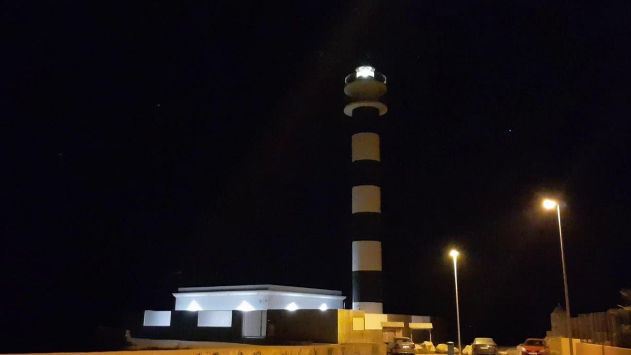 Faro del Estacio por la noche
