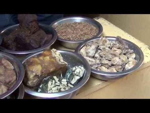 Varanasi by the streets   4/5 : Gola Dinanath (spices and plants market)