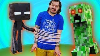 Видео обзор - Нуб против Рейда Майнкрафт мобов! Летсплей обновлений игры Minecraft.