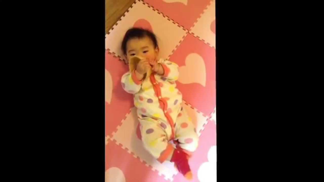 赤ちゃん 初めての寝返り【まさかの・・・】baby turn over - YouTube