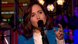 Baixar Alice Merton - No Roots Live on The One Show. 6 Apr 2018