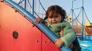 Ayşe Ebrar oyun parkında tırmanma duvarına tırmanmayı öğreniyor!!!