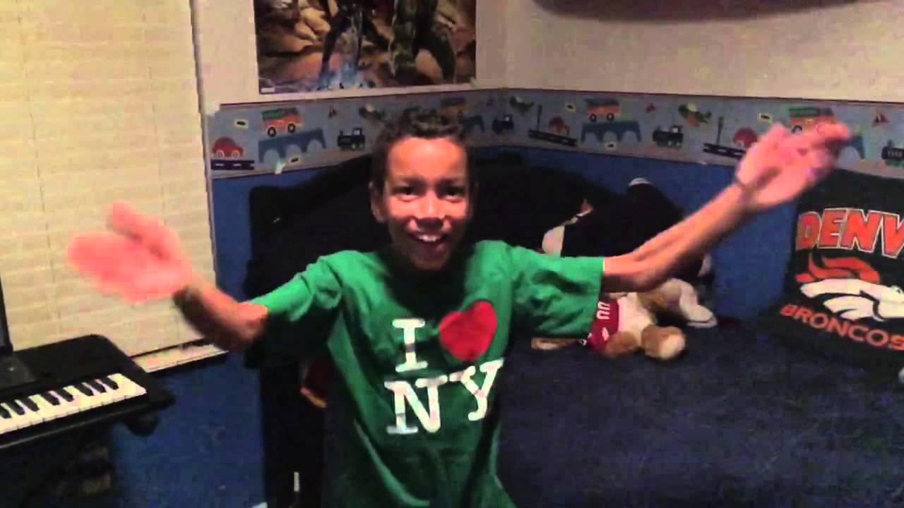 Kneecoleslaw slow mo jumping jacks - YouTube