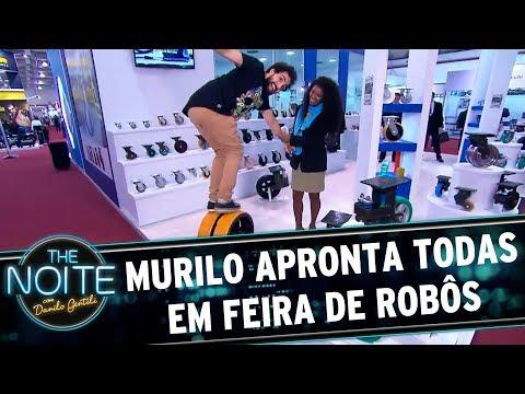 Murilo Couto apronta todas em feira de robôs   The Noite (07/07/17)