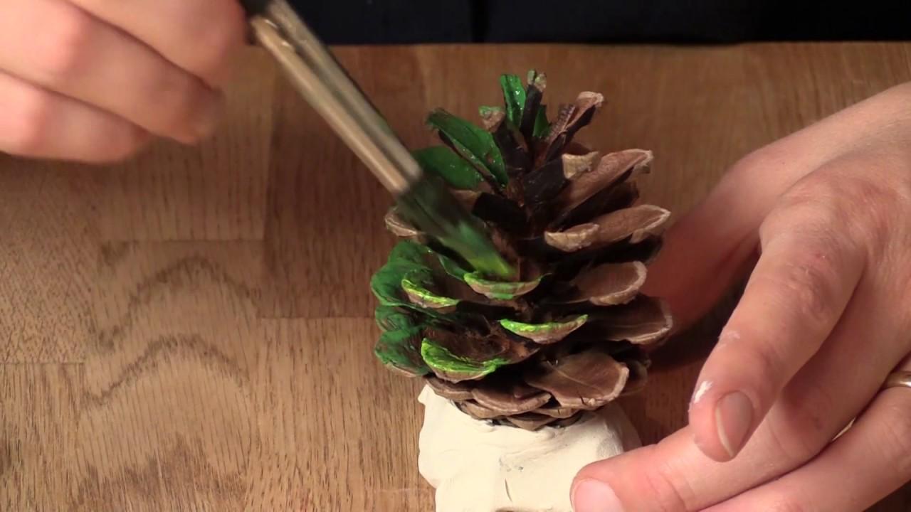 Hjemmelavet julepynt: Sådan laver du fine juletræer af kogler