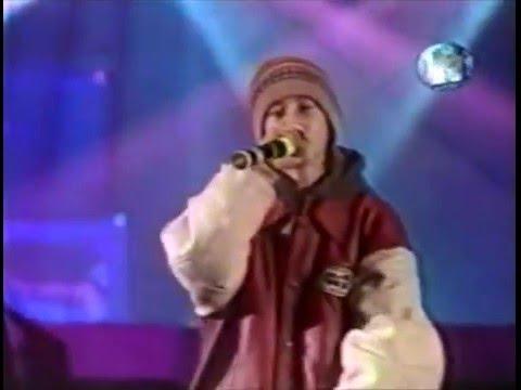 Смотреть Децл -  Кто ты + Слезы feat. Мэd Doг (Live Бит-Битва 2000) онлайн