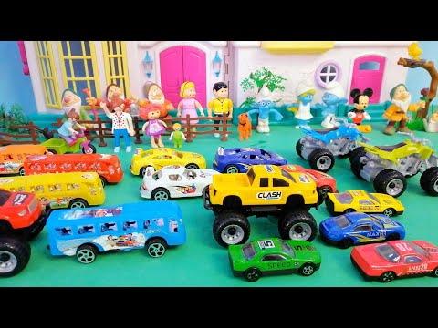 Dolls and racing cars for childrens . سباق سيارات : يوميات عائلة مريم و السنافر