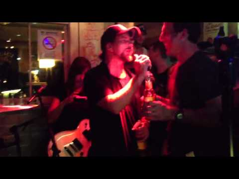 Eddie Vedder - The Weight (in a Karaoke night)
