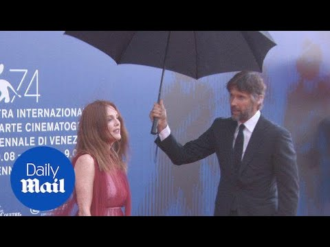 Julianne Moore's husband shields her from rain at Venice FF - Daily Mail