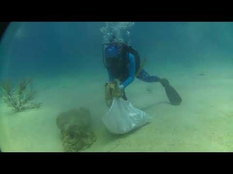 Submarine clean up San Andrés Island