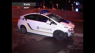 Во Львове автомобиль патрульной службы врезался в дерево.(http://magnolia-tv.com/ В аварии полицейские попали утром на улице Студенческой. Причиной ДТП стала неисправность..., 2015-10-21T16:41:20.000Z)