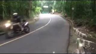 Rio Olympics 2016- Bike Crash- Annemiek Van Vleuten