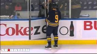 Steve Ott blows a kiss to Phaneuf