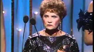 Estelle Getty & Cybill Shepherd Wins Best Golden Globes 1986