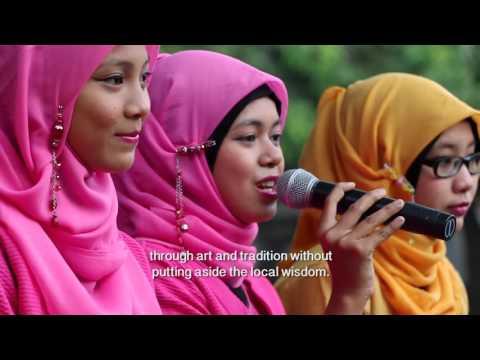 Santri Perempuan Otak Atik Otomotif (Women at Islamic Boarding School and Automotive)
