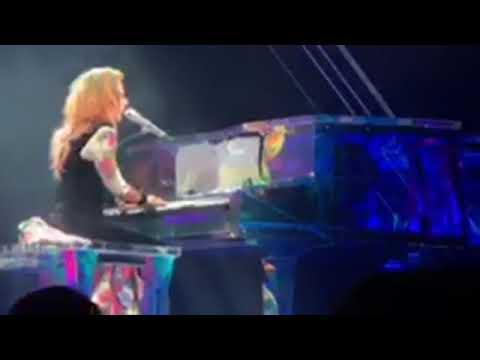 The edge of glory in Nebraska - Joanne World Tour (Lady Gaga)