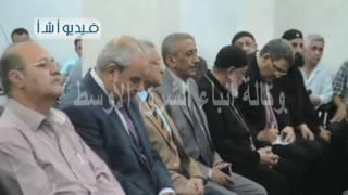 بالفيديو محافظ المنيا يقدم واجب العزاء لأسرة أحد ضحايا الطائرة المصريةh
