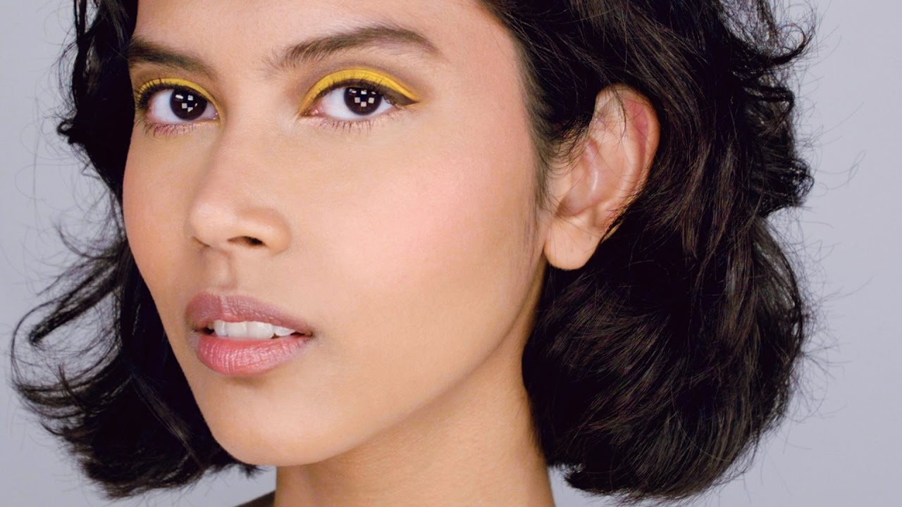 2019 year looks- How to blue wear and yellow eyeshadow