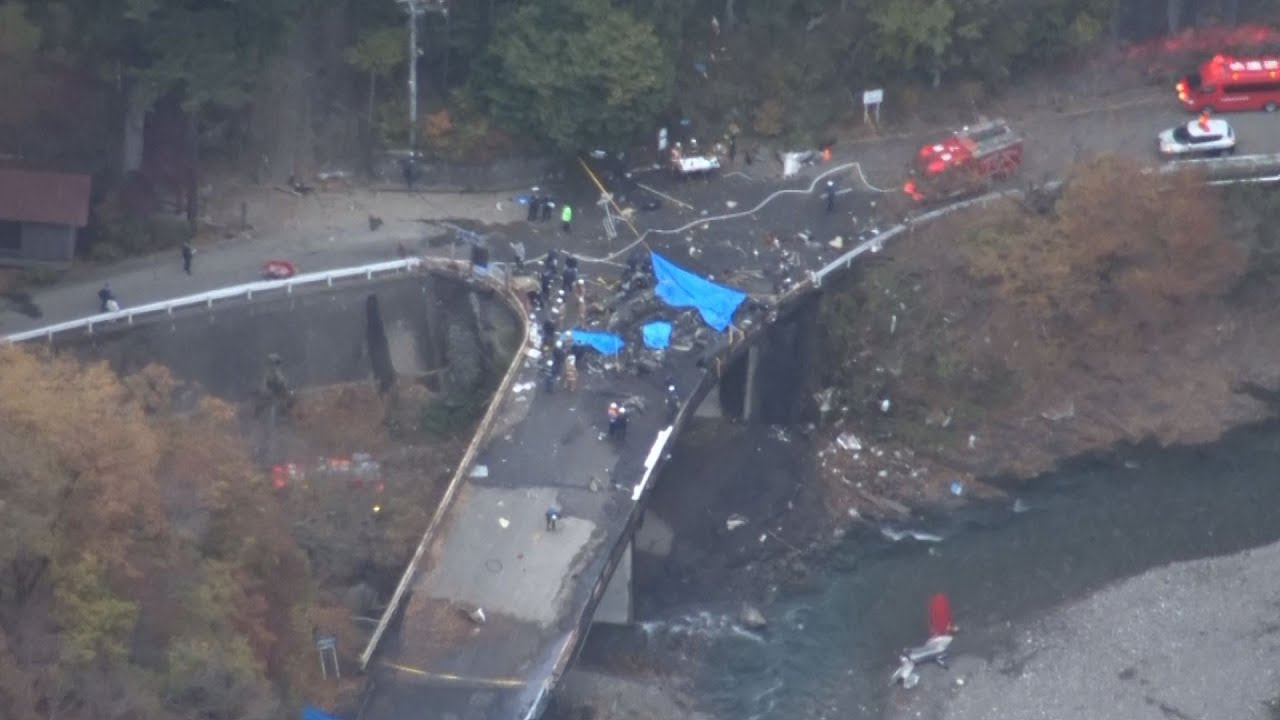 ヘリ墜落、搭乗の4人死亡 群馬・上野村の橋付近 - YouTube