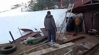 Саратовец начал сносить гараж на берегу реки только после штрафа