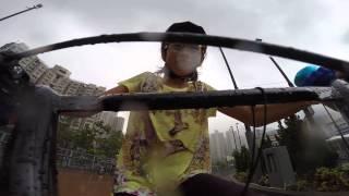 晴晴在蒲崗村道單車公園踏單車
