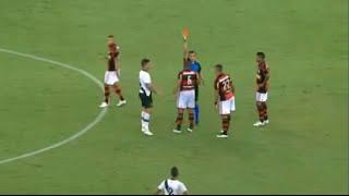 Insólito: árbitro expulsa cuatro jugadores en 2 segundos en Brasil
