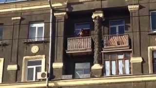 +18 || Танцы на балконе(09.10. Харьков, Московский проспект. Видео взято - (с) https://vk.com/mayb3., 2015-10-09T15:32:55.000Z)